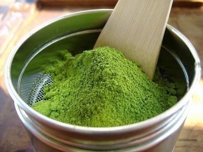 Matcha - pudra de ceai verde cu efect benefic asupra siluetei