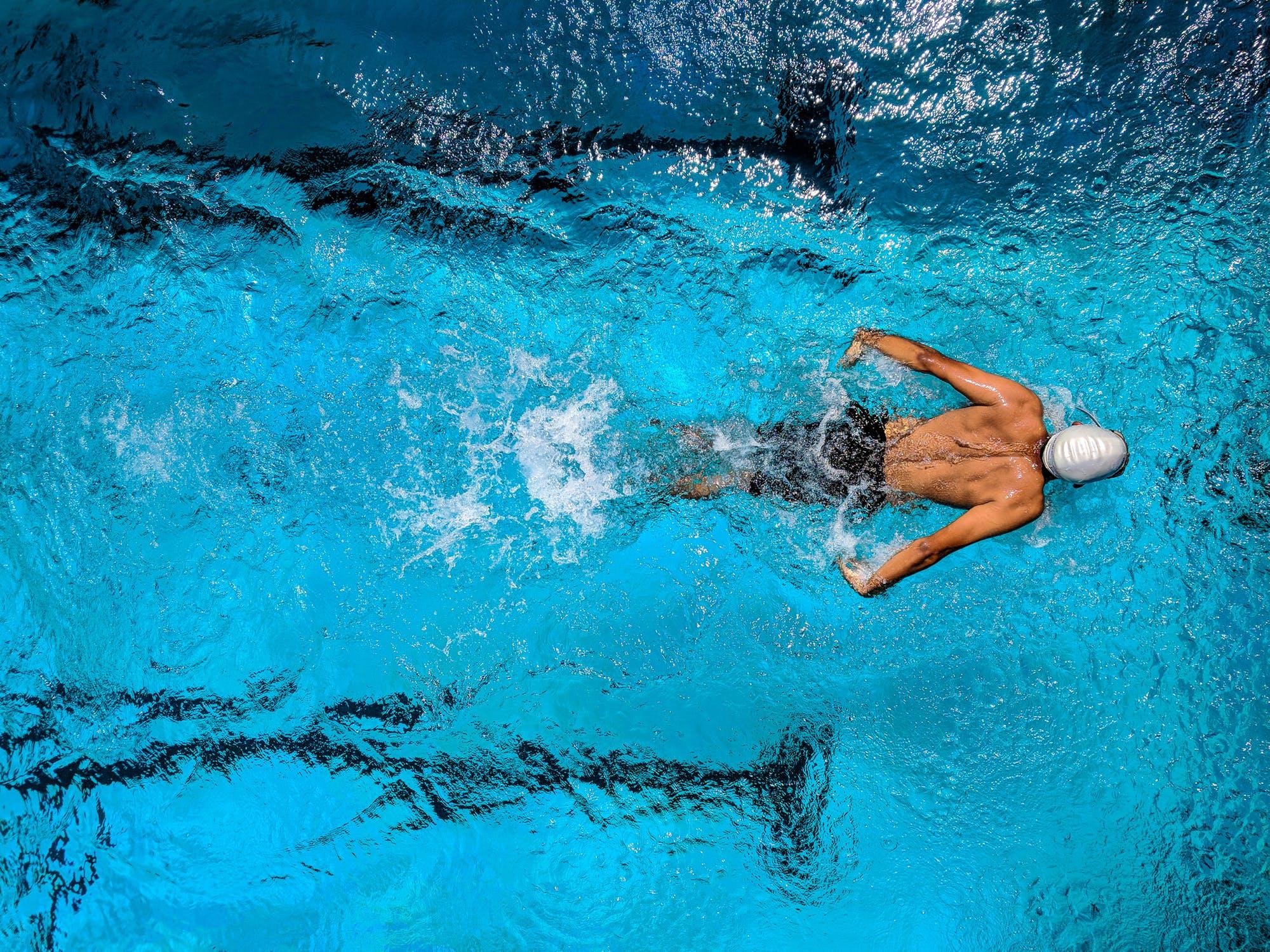 cum să slăbești în piscină