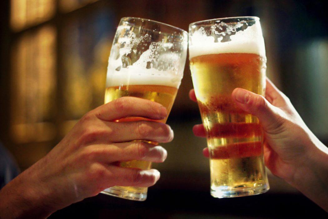 poti sa bei bere sa slabesti