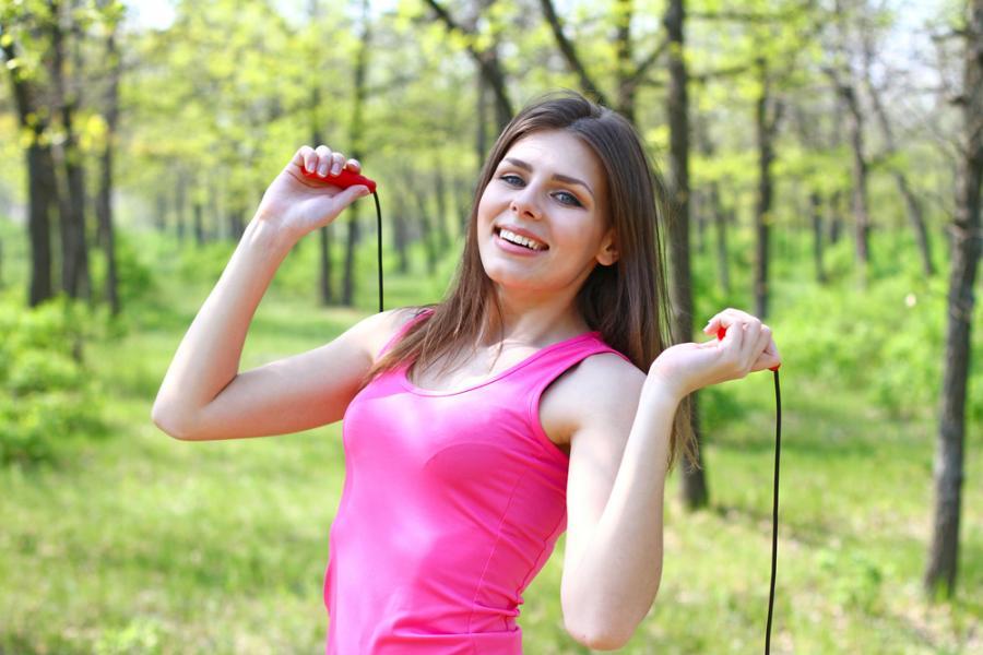 ajută să sări în greutate)