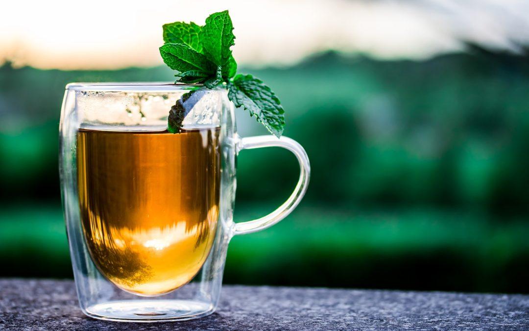 Cele mai bune 8 bauturi care te ajuta sa slabesti