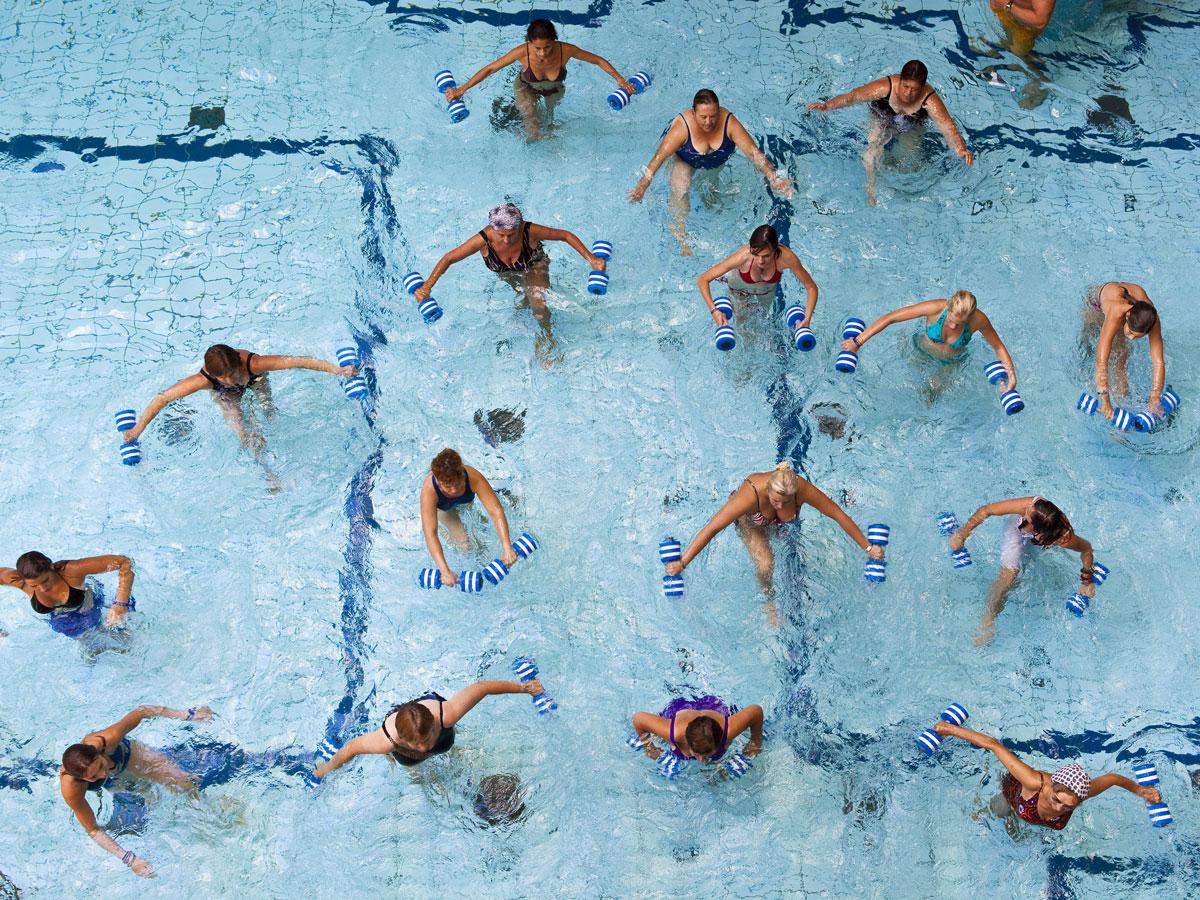 pierdeți grăsimea corporală în piscină)