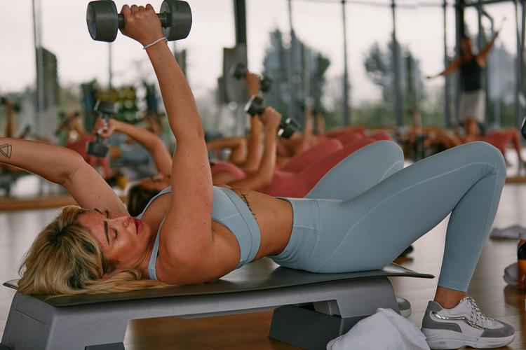 11 trucuri care te ajuta sa arzi din depozitele de grasime pe tot parcursul zilei - Andreea Raicu