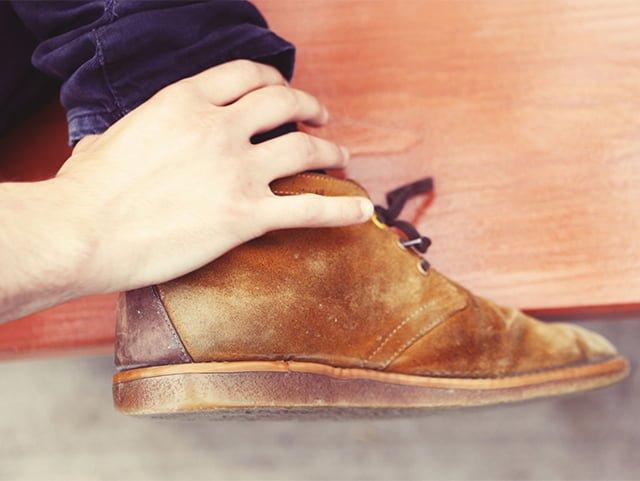 Cum să cureți pantofii de piele de căprioară