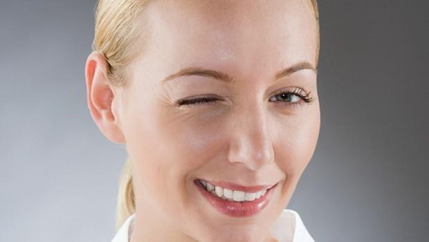 Cum să eliminați o selecție puternică de vene sub ochi și să strângeți pielea din jurul ochilor